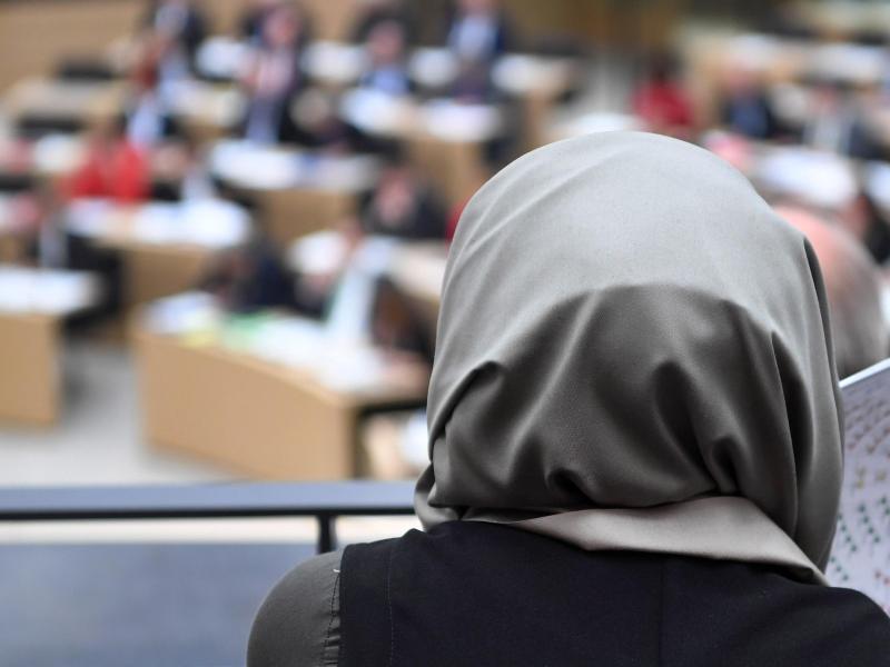 Bild zu Kopftuch-Verbot kann rechtens sein