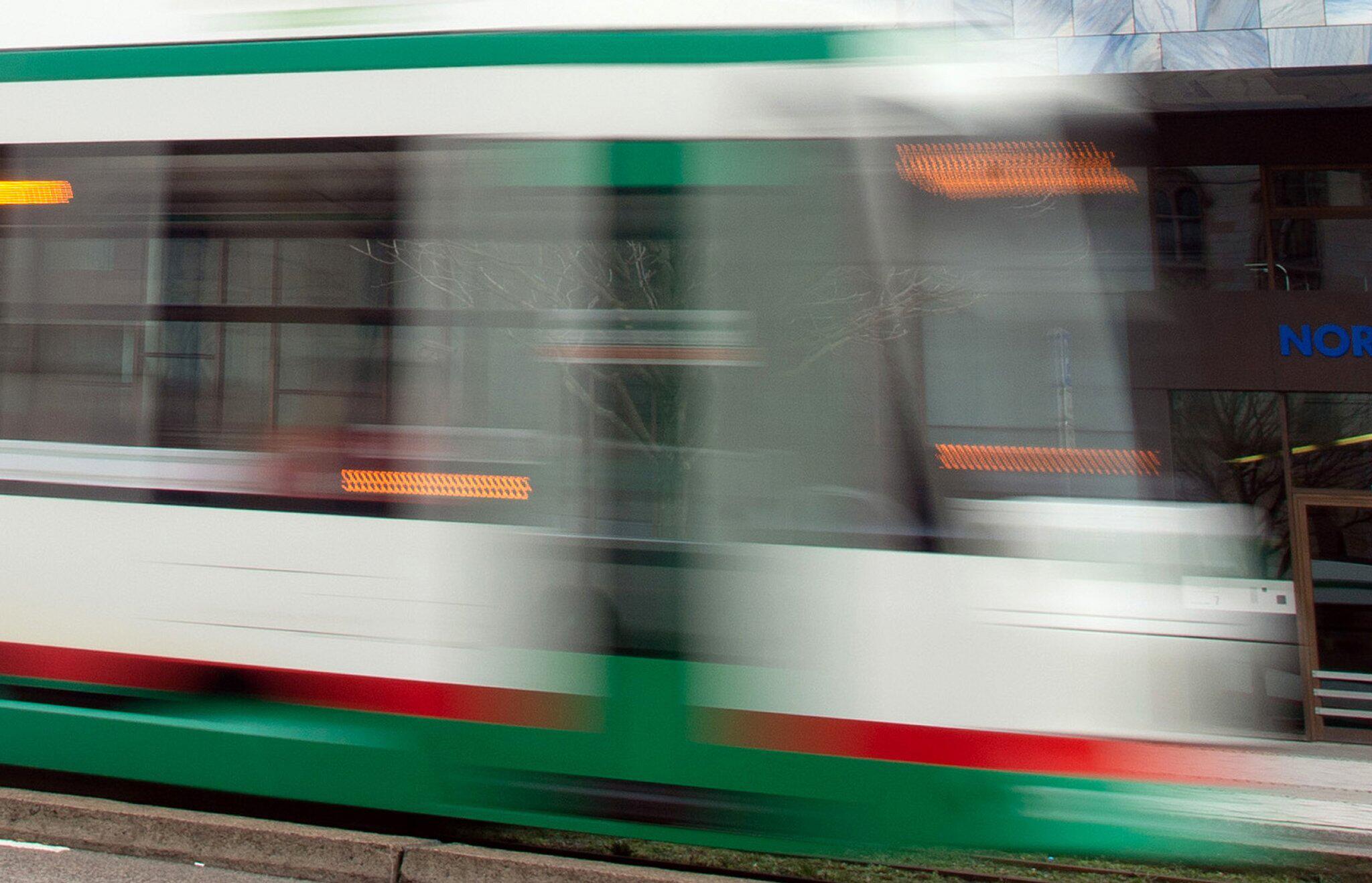 Bild zu Mann in Lebensgefahr - erste Hinweise nach Strassenbahn-Attacke