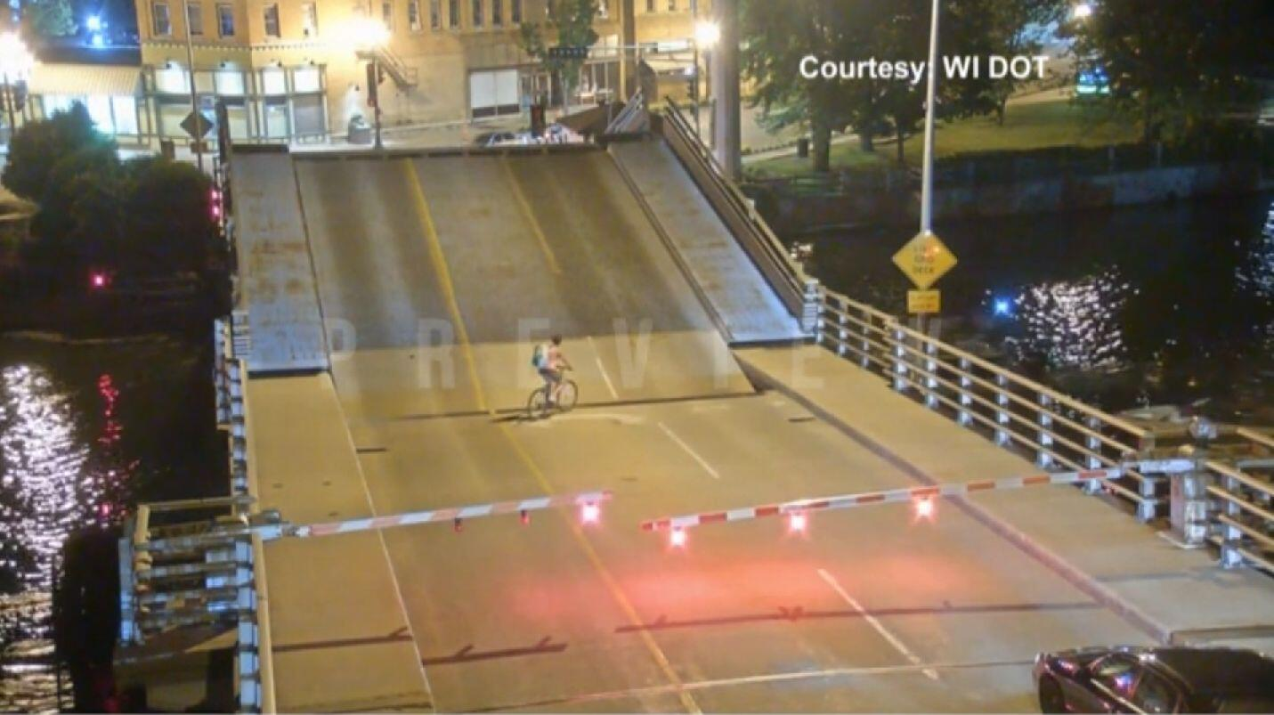 Bild zu Radfahrerin, Brücke, Sturz,