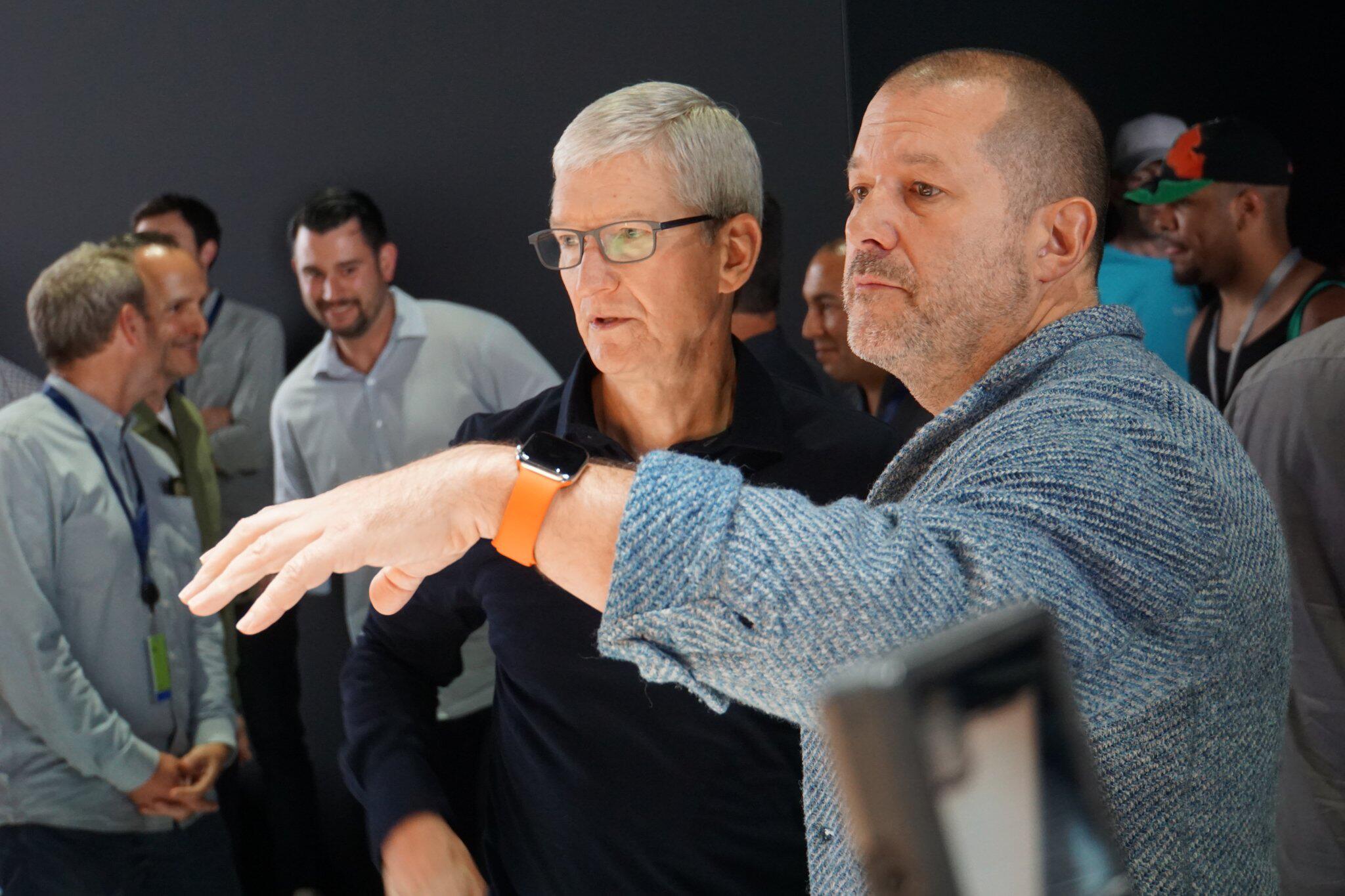 Bild zu Apple-Chef Cook und Design-Chef Ive