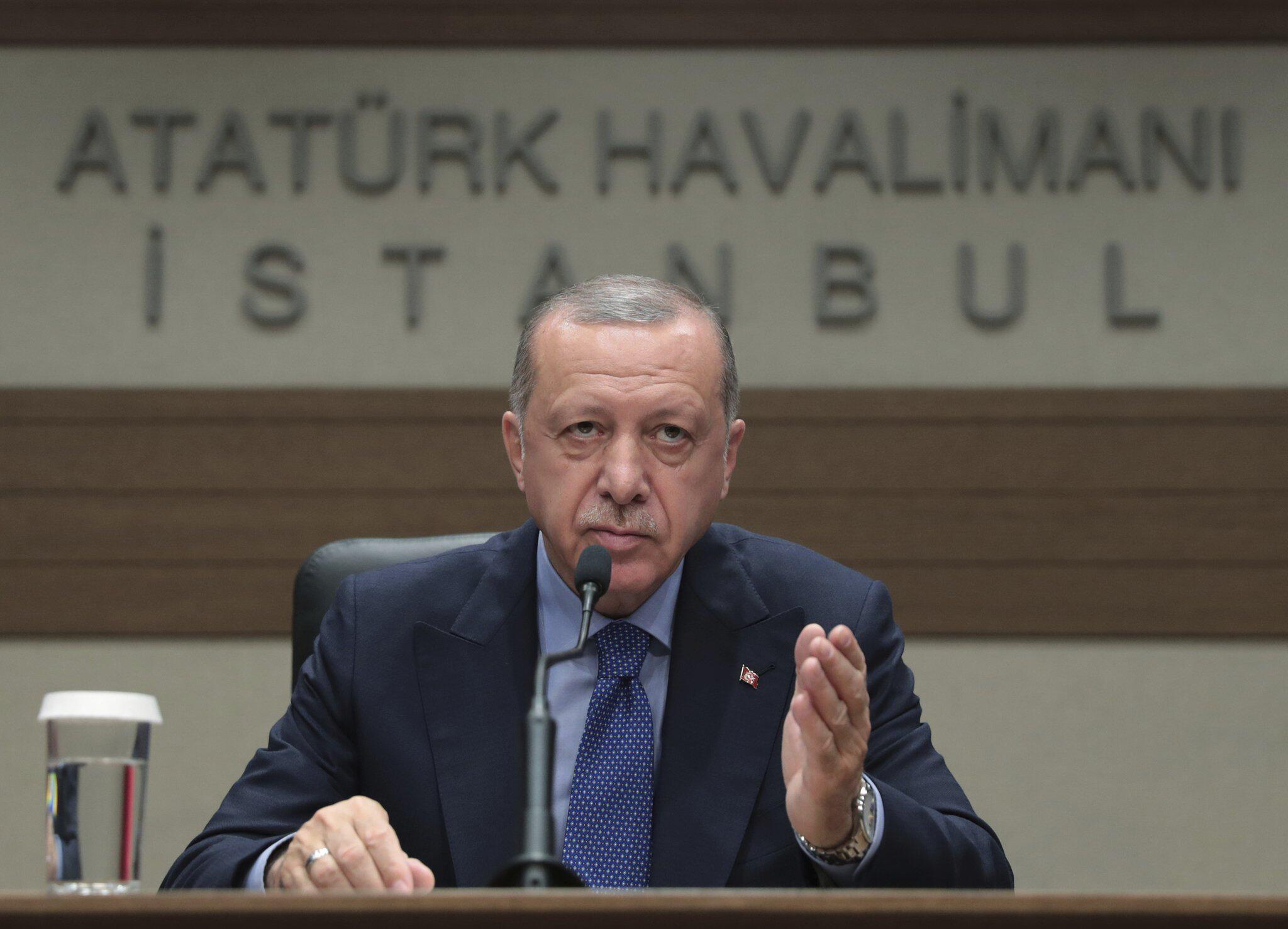 Bild zu Erdogan bei einer Pressekonferenz in Istanbul