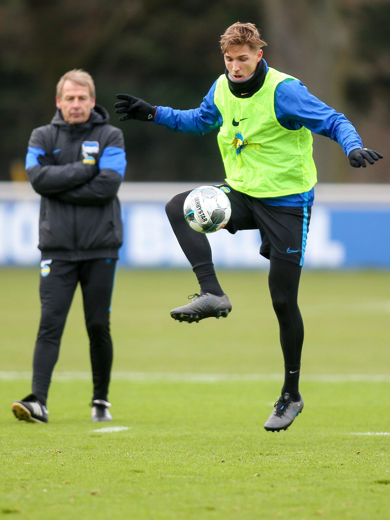 Bild zu Niklas Stark und Jürgen Klinsmann