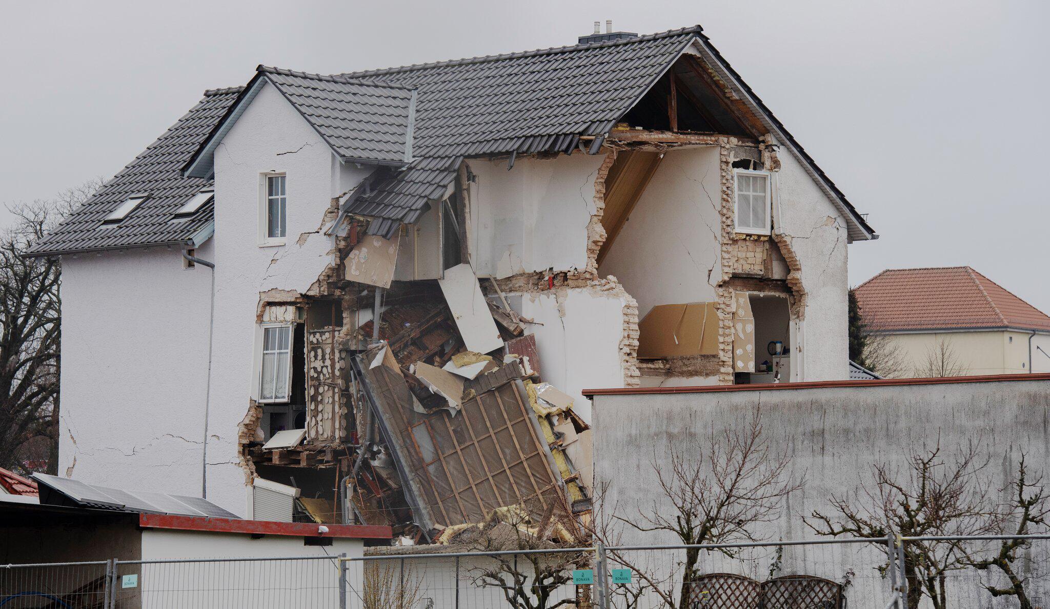 Bild zu Teileinsturz eines Wohnhauses in Brandenburg