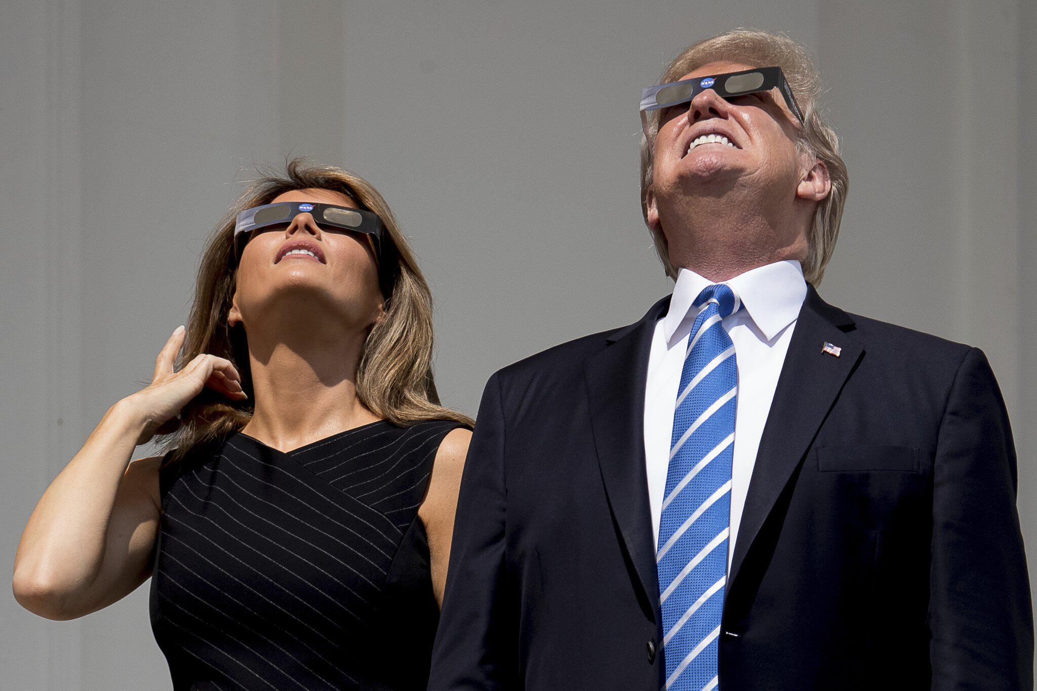 Bild zu Sonnenfinsternis in den USA Donald Trump Melania Trump
