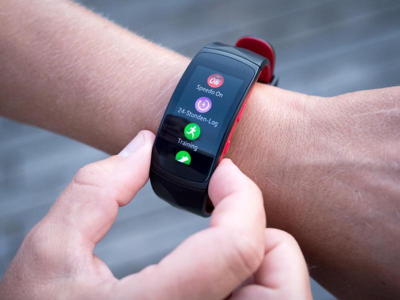 Bild zu Samsungs Fitness-Tracker Gear Fit2