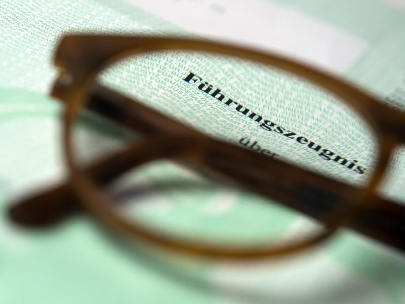 Bild zu Führungszeugnis und Brille