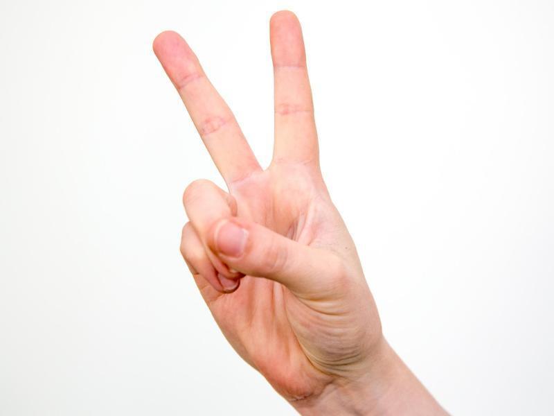 Bild zu V-Zeichen mit den Fingern