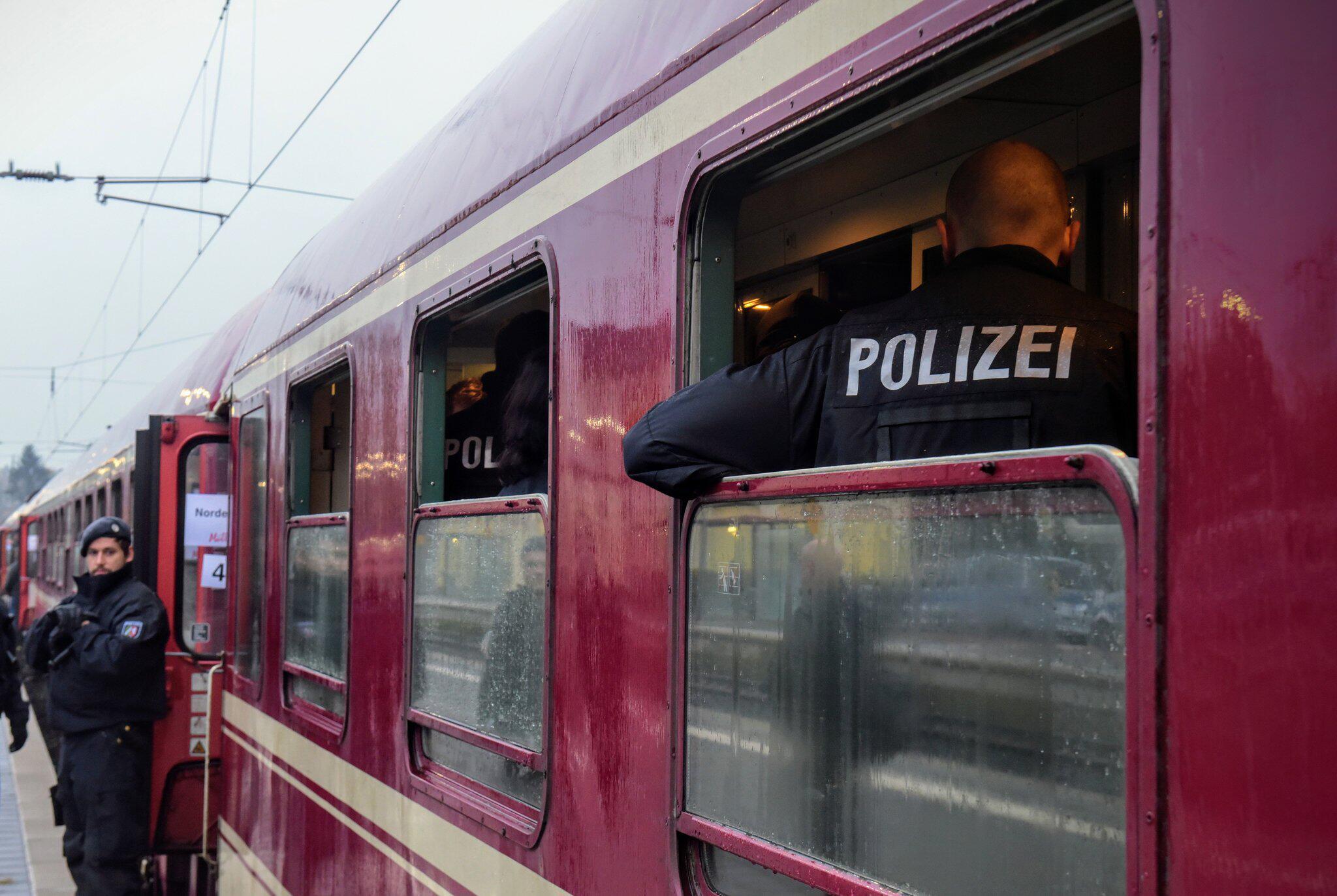 Bild zu Polizeiaktion im Partyzug in Greven