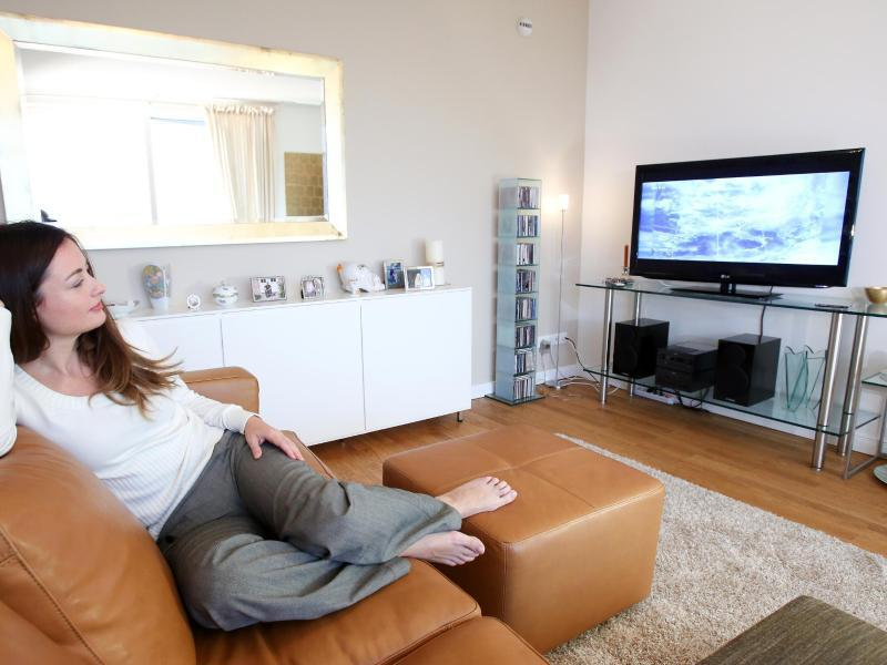Bild zu Fernsehgerät im Wohnzimmer