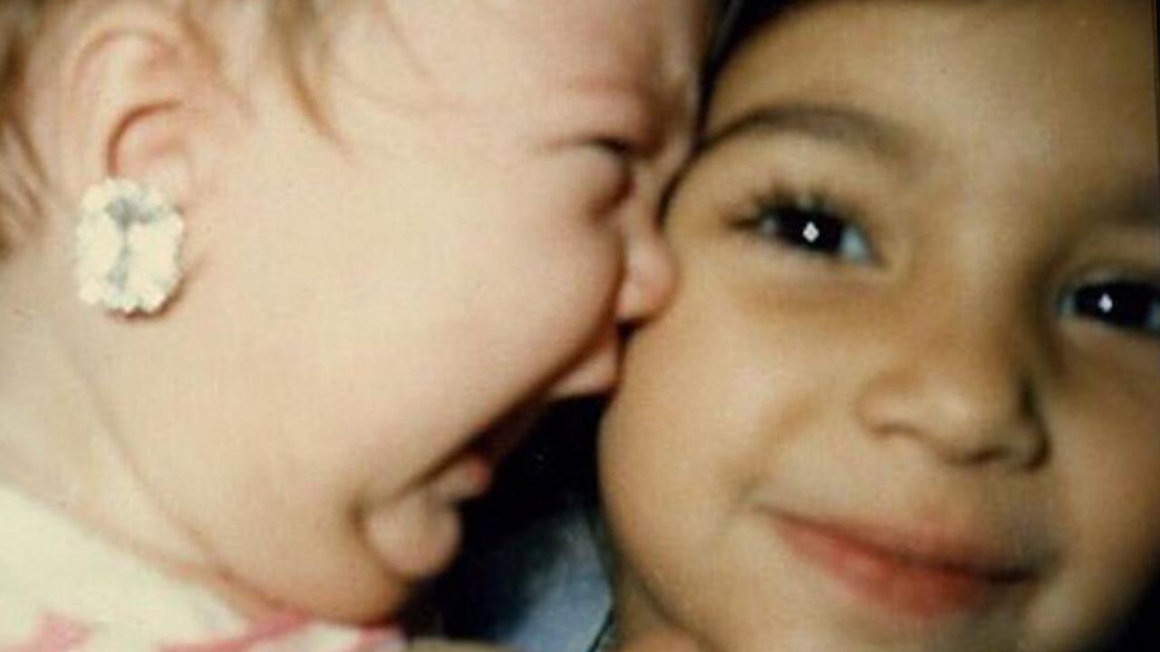 Bild zu Kim Kardashian postet Kinderfoto von Schwester Khloe