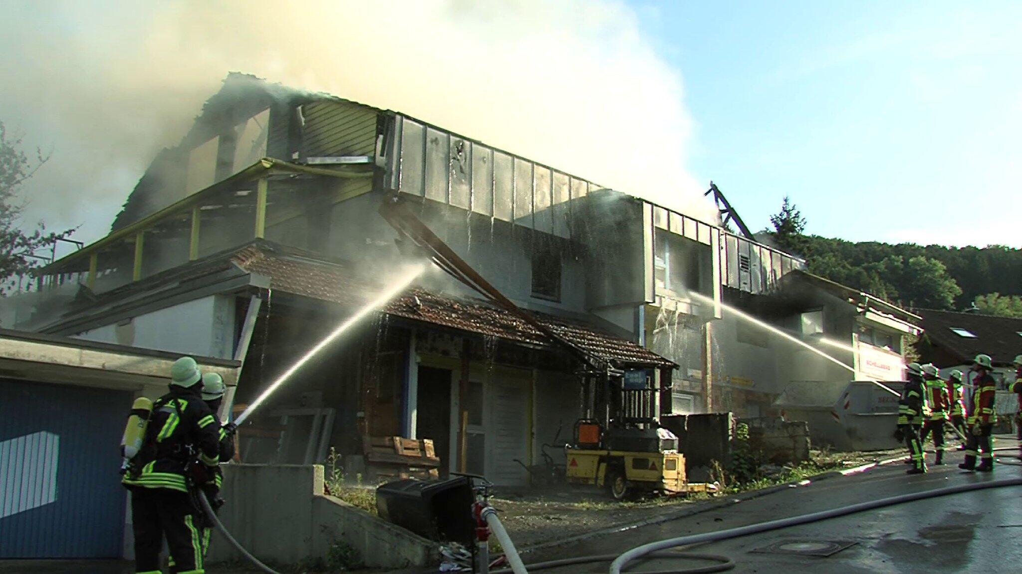 Bild zu Mann brennt aus Versehen eigenes Haus ab