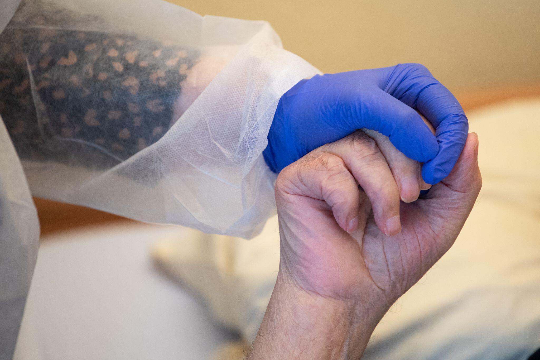 Bild zu Coronavirus - Altenpflege