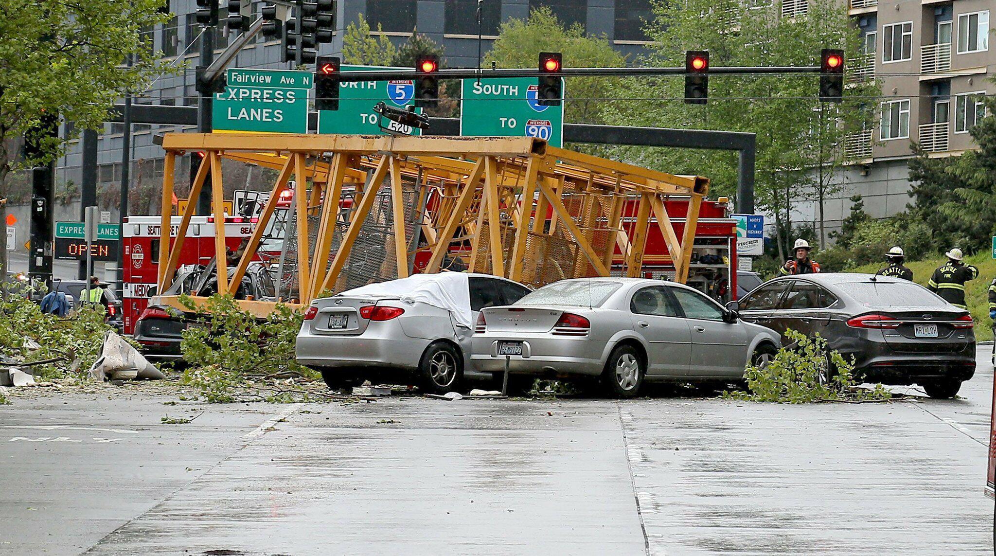 Bild zu Baukran in Seattle auf Strasse gestürzt