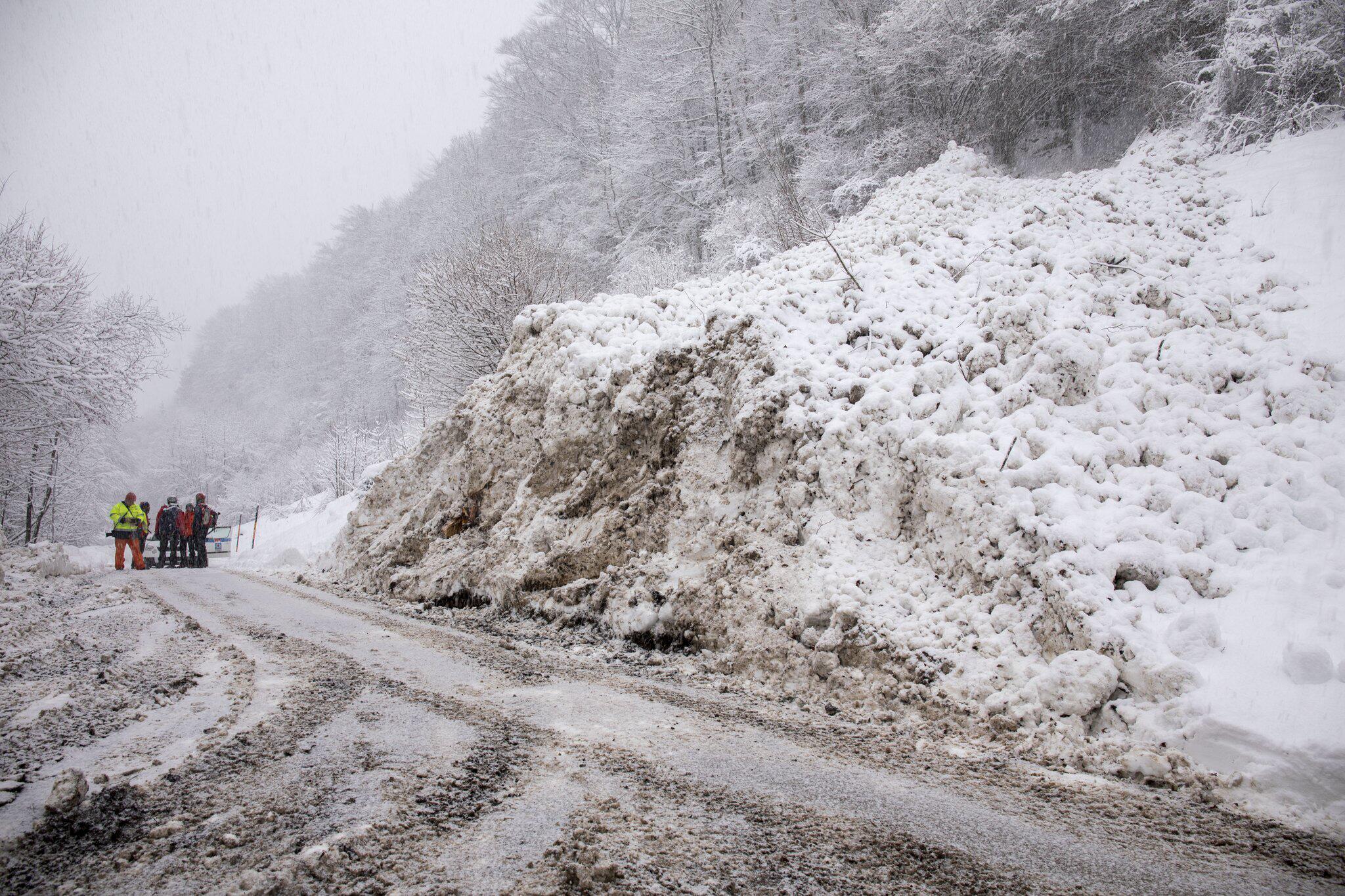Bild zu Schneechaos in Bayern und Österreich