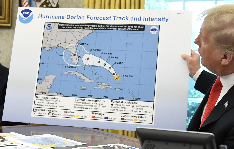 Bild zu Donald Trump, USA, Weisses Haus, Wahington, Hurrikan, Dorian, Karte, Vorhersage, Alabama