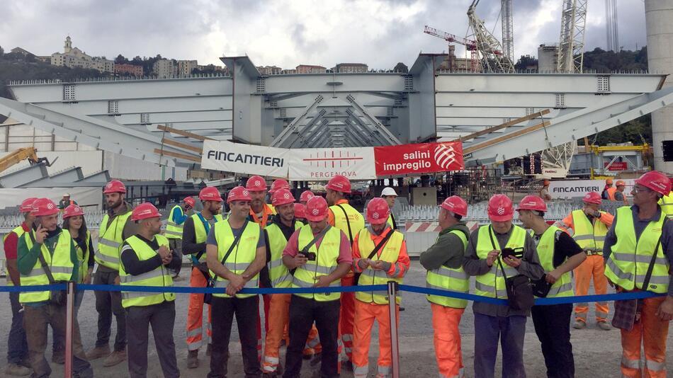 Bauarbeiten für neue Autobahnbrücke in Genua