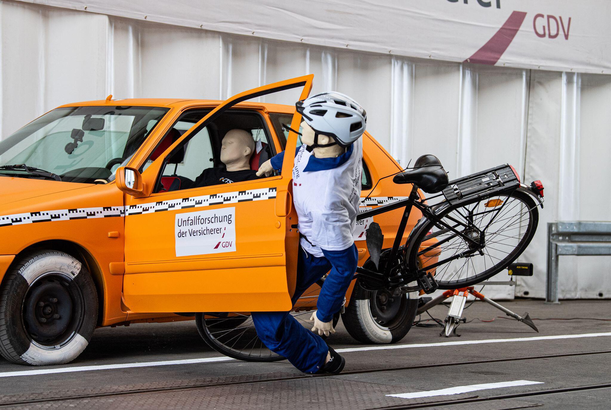 Bild zu Unfallforscher der Versicherer zu Unfällen von Radfahrern