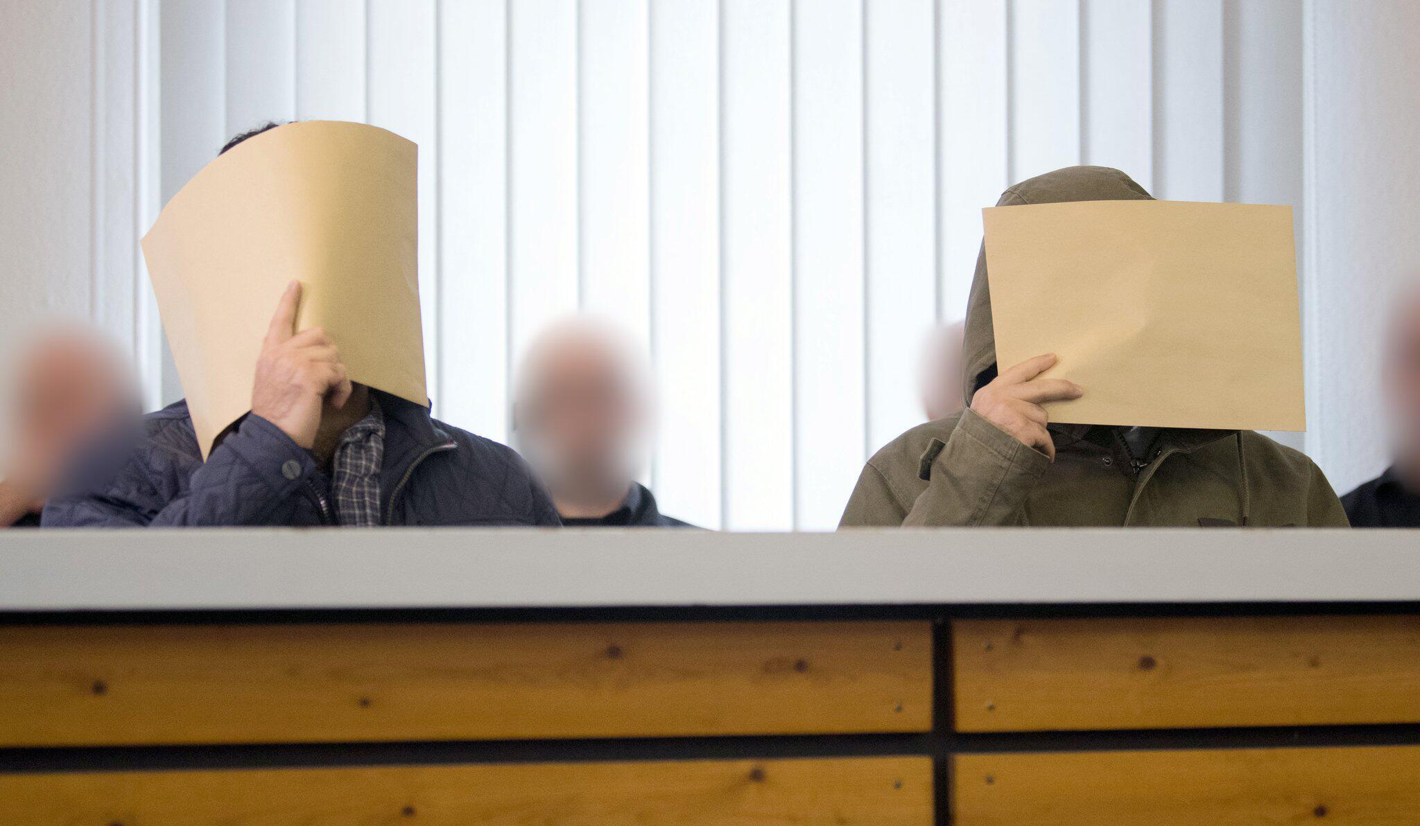 Bild zu Mutmassliche IS-Terrorzwillinge aus Salzgitter vor Gericht
