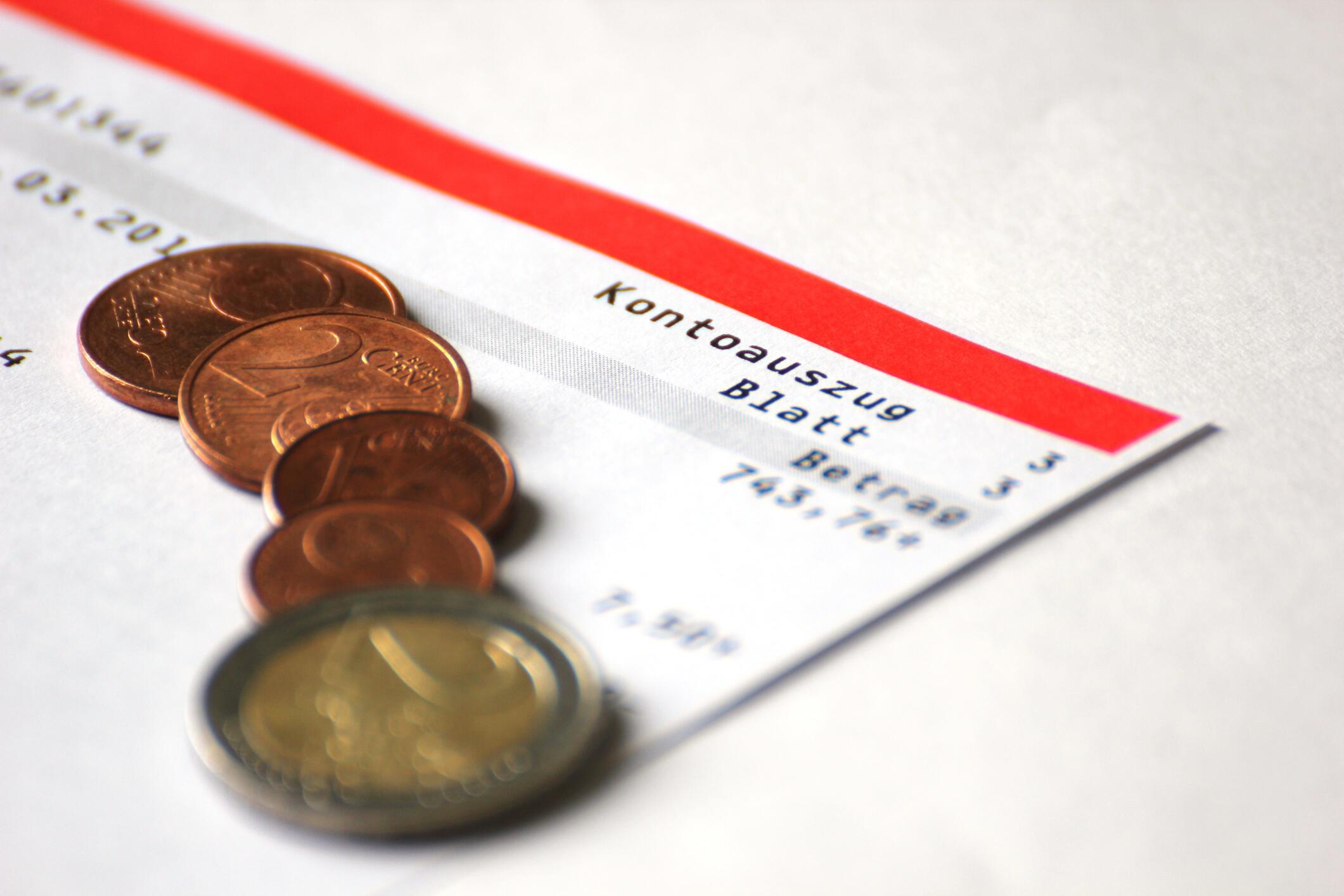 Bild zu Finanzen, Girokonto, Banken, Zinsen, Tagesgeld, Kontoeröffnung, Geld, Euro