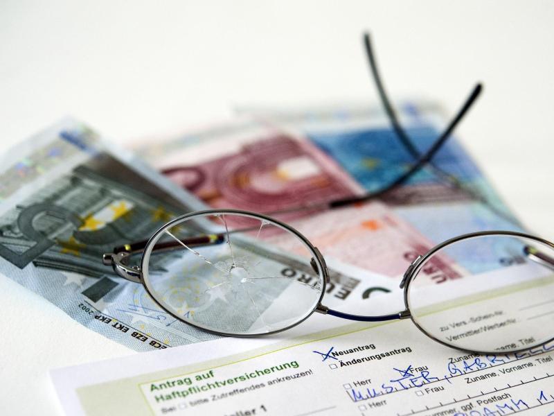 Bild zu Geldscheine und Brille