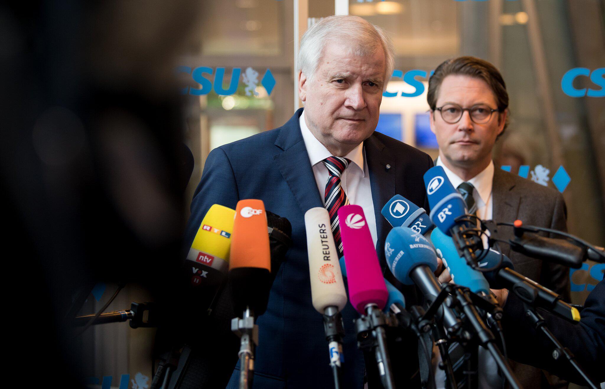 Bild zu CSU-Chef Horst Seehofer und Andreas Scheuer