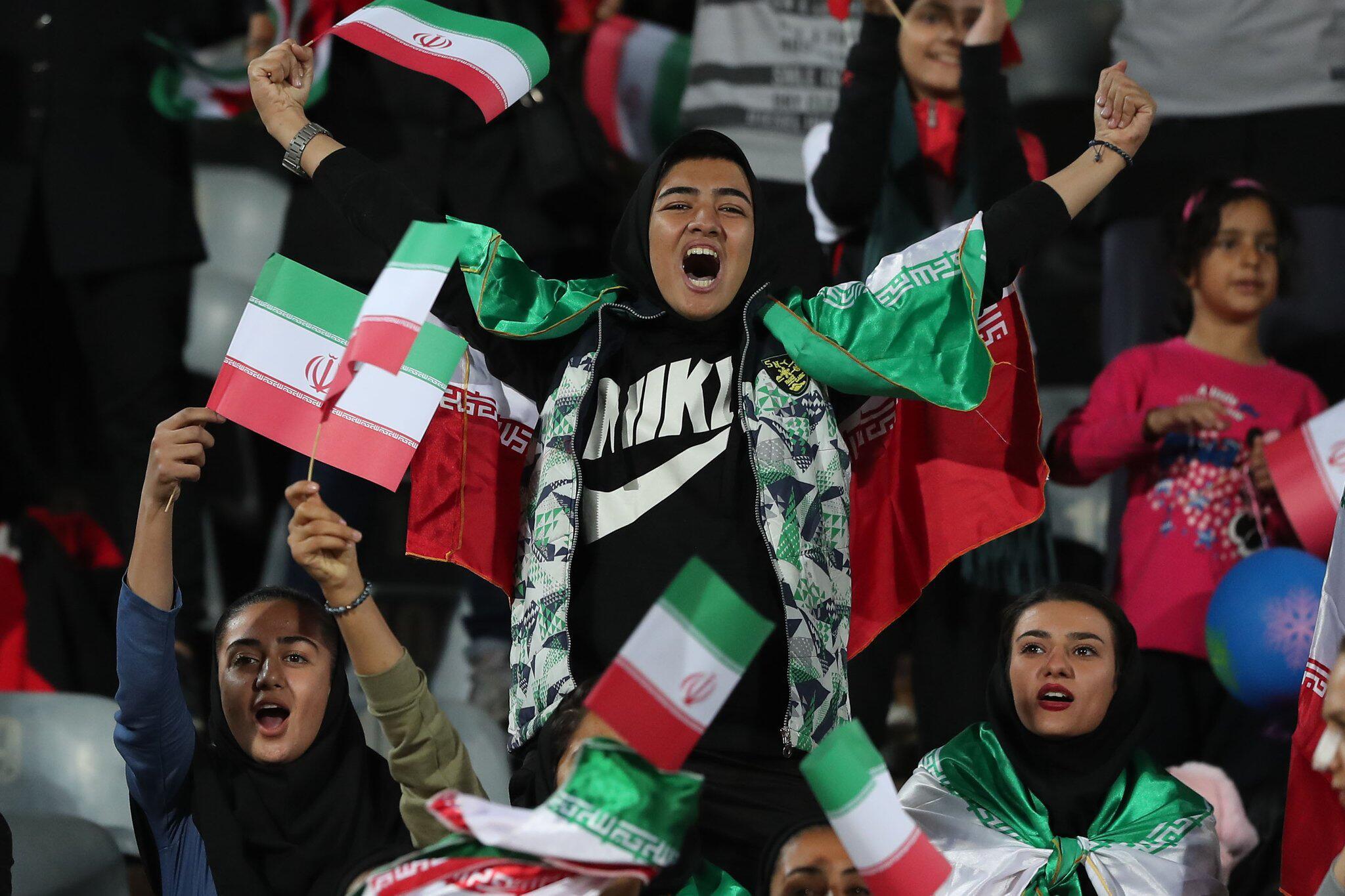 Bild zu Iranische Frauen dürfen ins Fussballstadion
