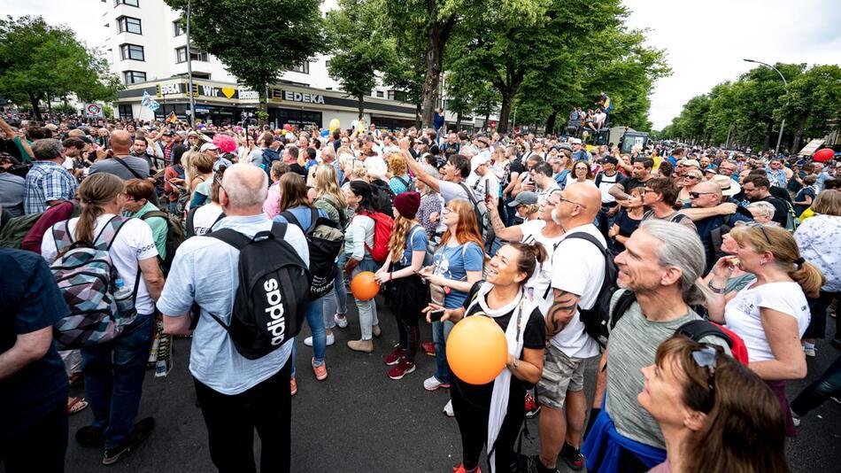 Demonstrationsverbot in Berlin - Menschenansammlung