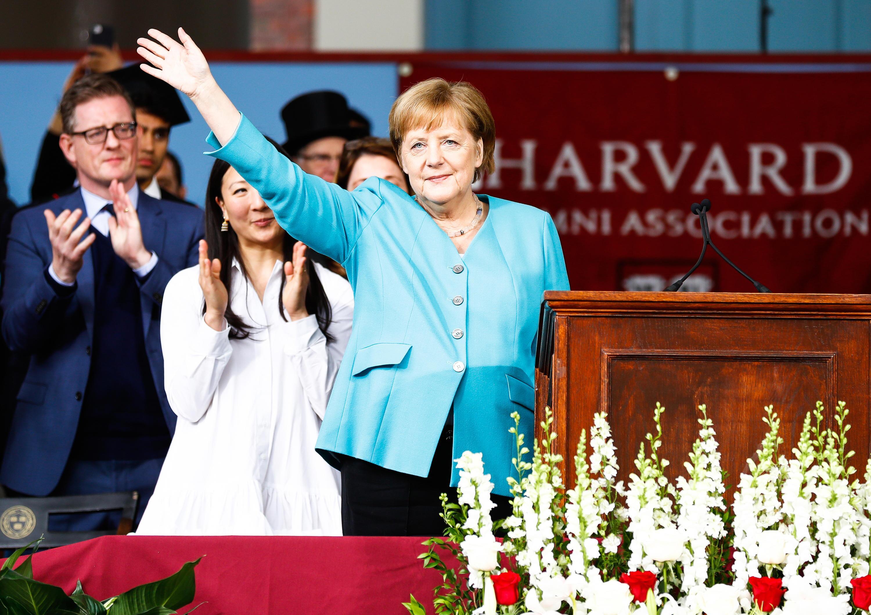 Bild zu Angela Merkel, Harvard, Universität, USA, Rede, Winken, Gruss, Bundeskanzlerin, CDU