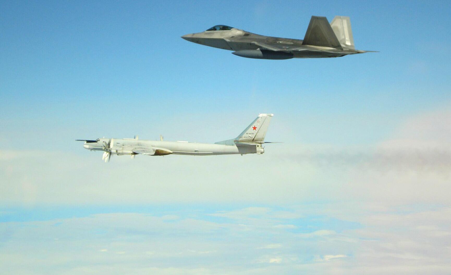 Bild zu US-Kampfjets fangen russische Militärflugzeuge vor Alaska ab
