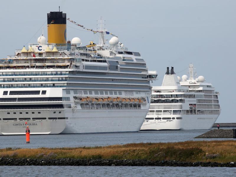 Bild zu Kreuzfahrtschiffe in Warnemünde