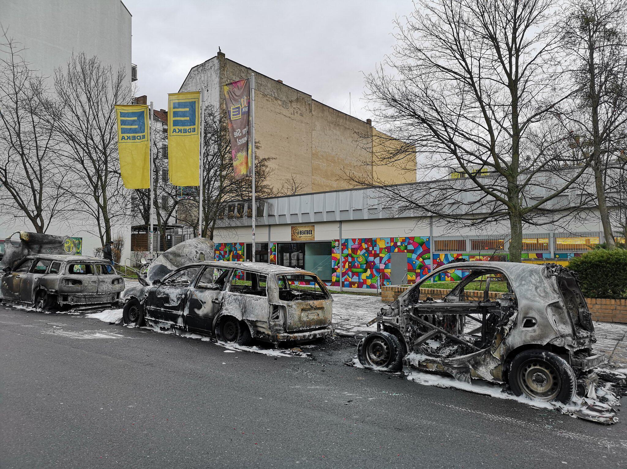 Bild zu Abgebrannte Autos in Berlin Friedrichshain