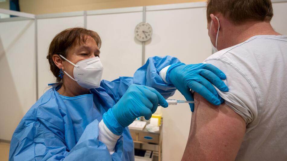 Coronavirus - Probelauf im Covid-19 Impfzentrum Trier