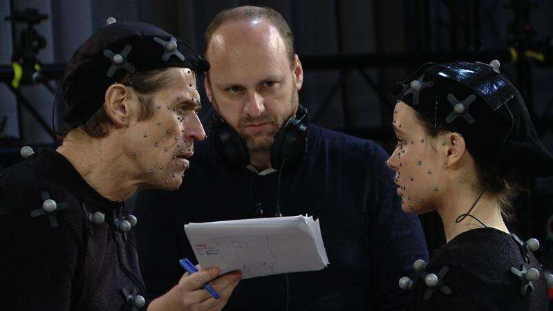 Bild zu Sensoren im Gesicht: die Schauspieler Willem Dafoe (links) und Ellen Page mit Autor David Cage.