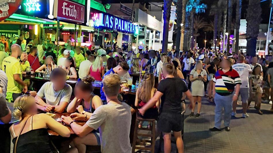 """Party an der """"Bierstrasse"""" auf Mallorca"""