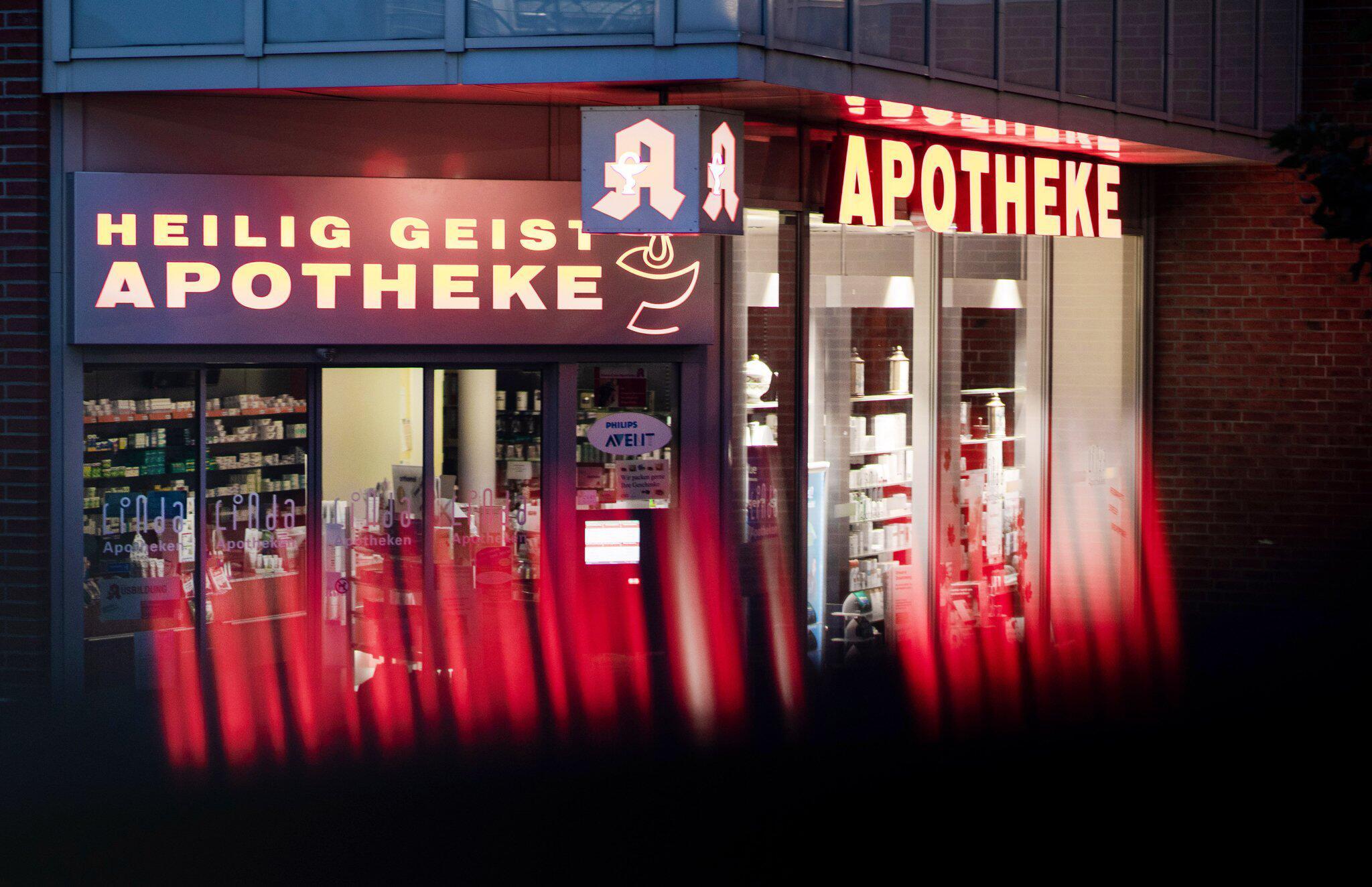 Bild zu Nach Todesfällen: Behörden schliessen drei Apotheken in Köln