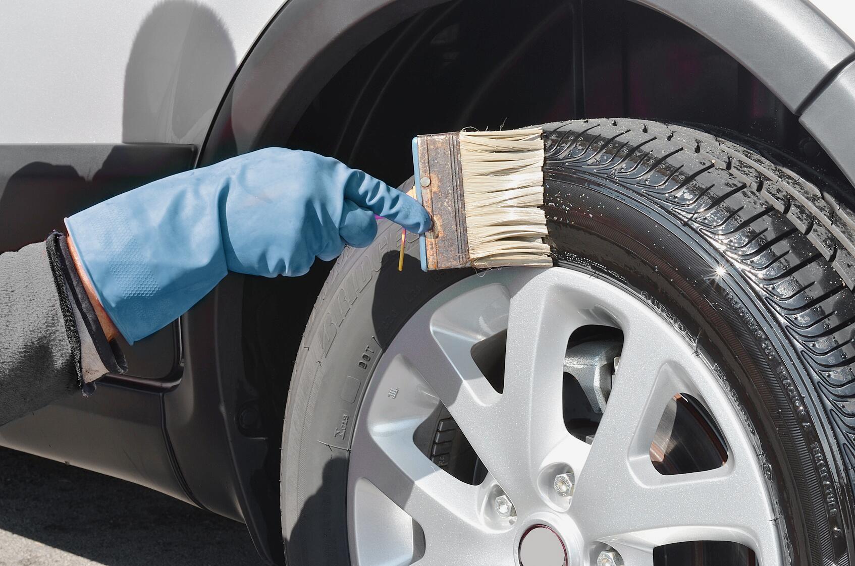 Bild zu Reifenreinigung und Reifenpflege