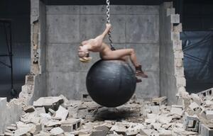 Völlig zugedröhnt! Miley Cyrus sass high auf der Abrissbirne
