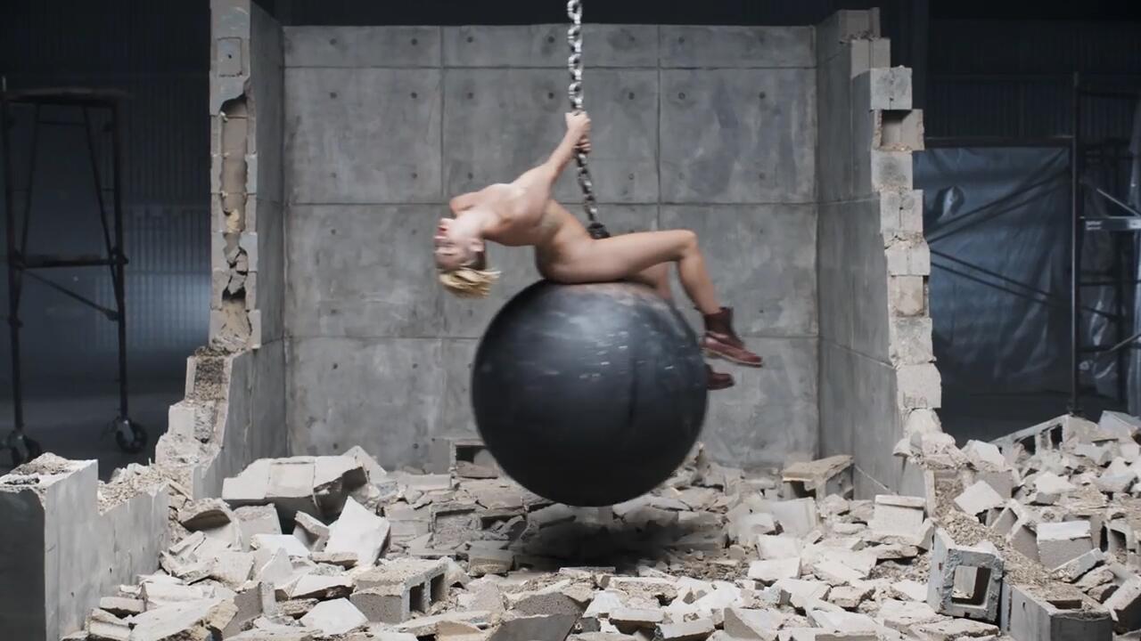 Bild zu Völlig zugedröhnt! Miley Cyrus sass high auf der Abrissbirne