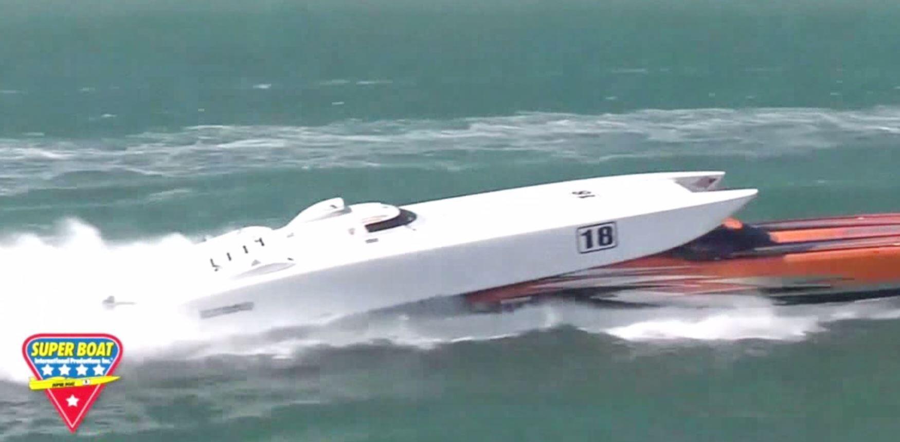 Bild zu Abgehoben: Speedboote kollidieren in Florida