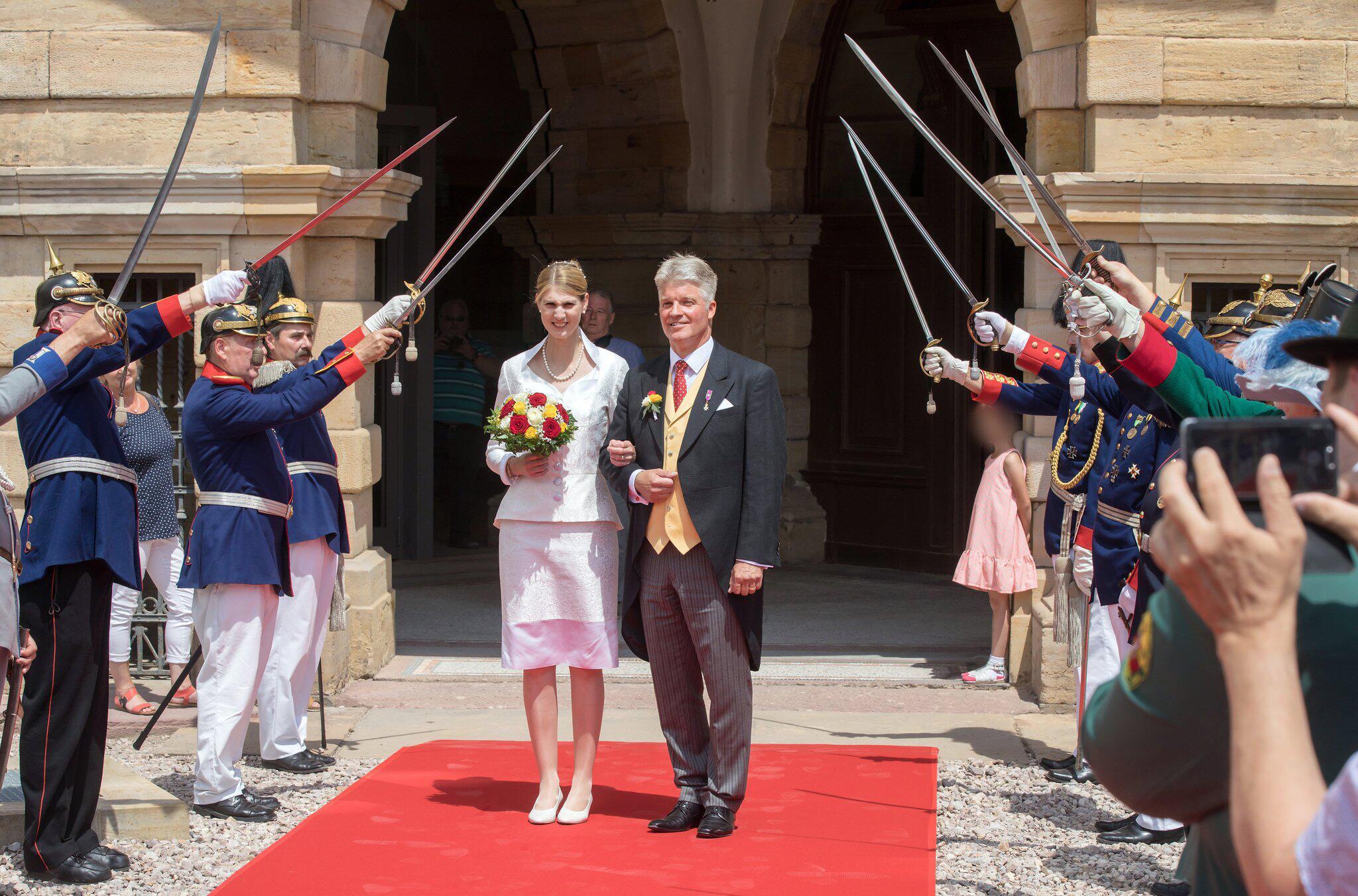 Bild zu Wedding bells ring for House Saxony-Coburg and Gotha