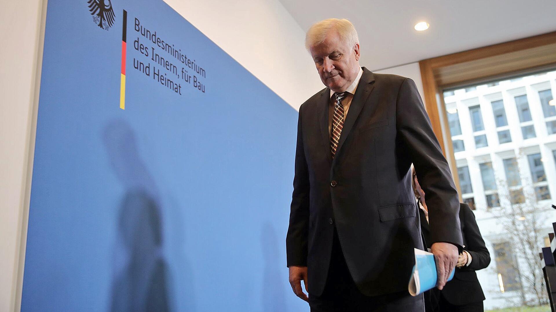 Bild zu Seehofer will auch als Bundesinnenminister früher aufhören
