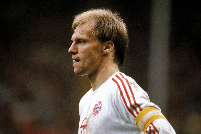 Bild zu Hansi Pflügler, FC Bayern München, Bundesliga, Kapitän, 1989/90