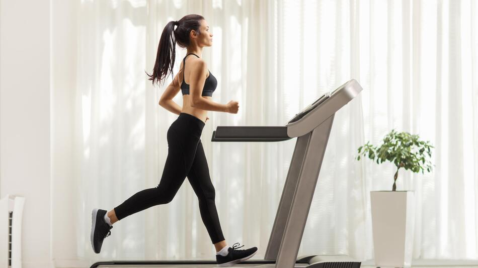 Stepper, Crosstrainer, Fitnessgeräte, daheim, zuhause, zu Hause, Workout, abnehmen