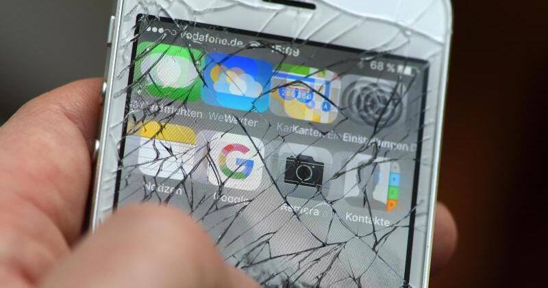 schutzfolie nach und nach aufs smartphone display kleben. Black Bedroom Furniture Sets. Home Design Ideas