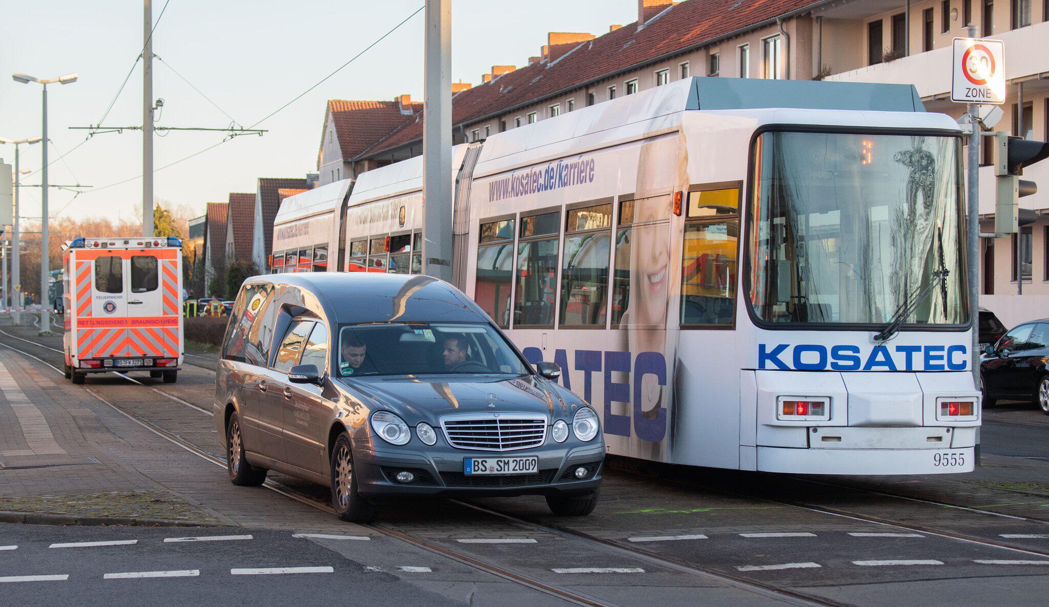 Bild zu Kind stirbt bei Unfall mit Strassenbahn