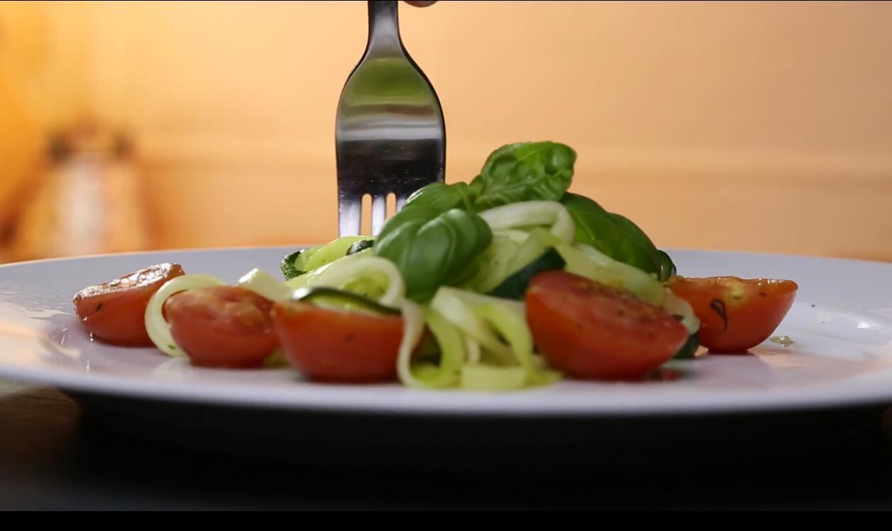 Bild zu Low-Carb-Hit: Zucchini-Pasta