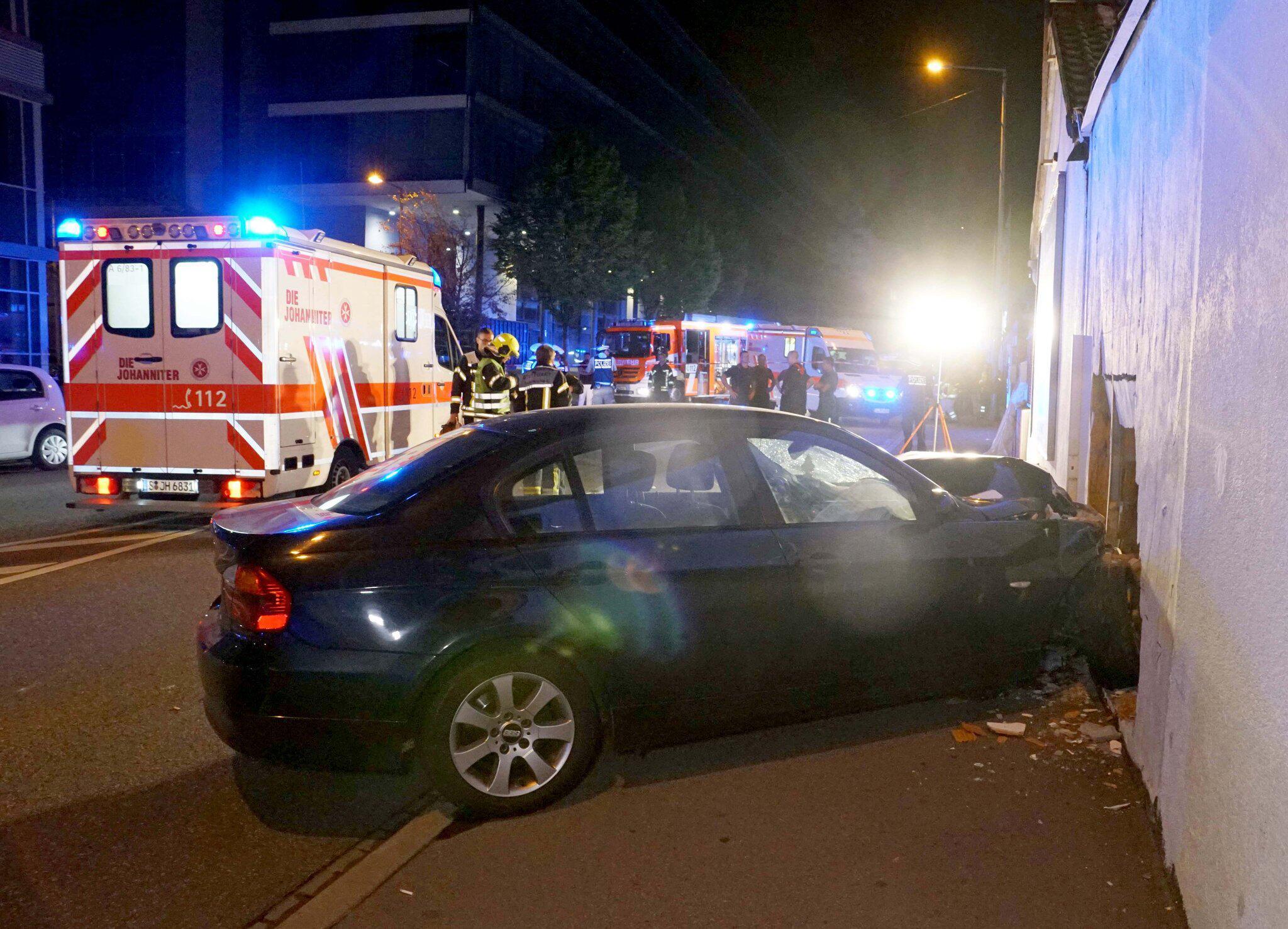 Bild zu Unfall mit drei Verletzten in Stuttgart-Feuerbach