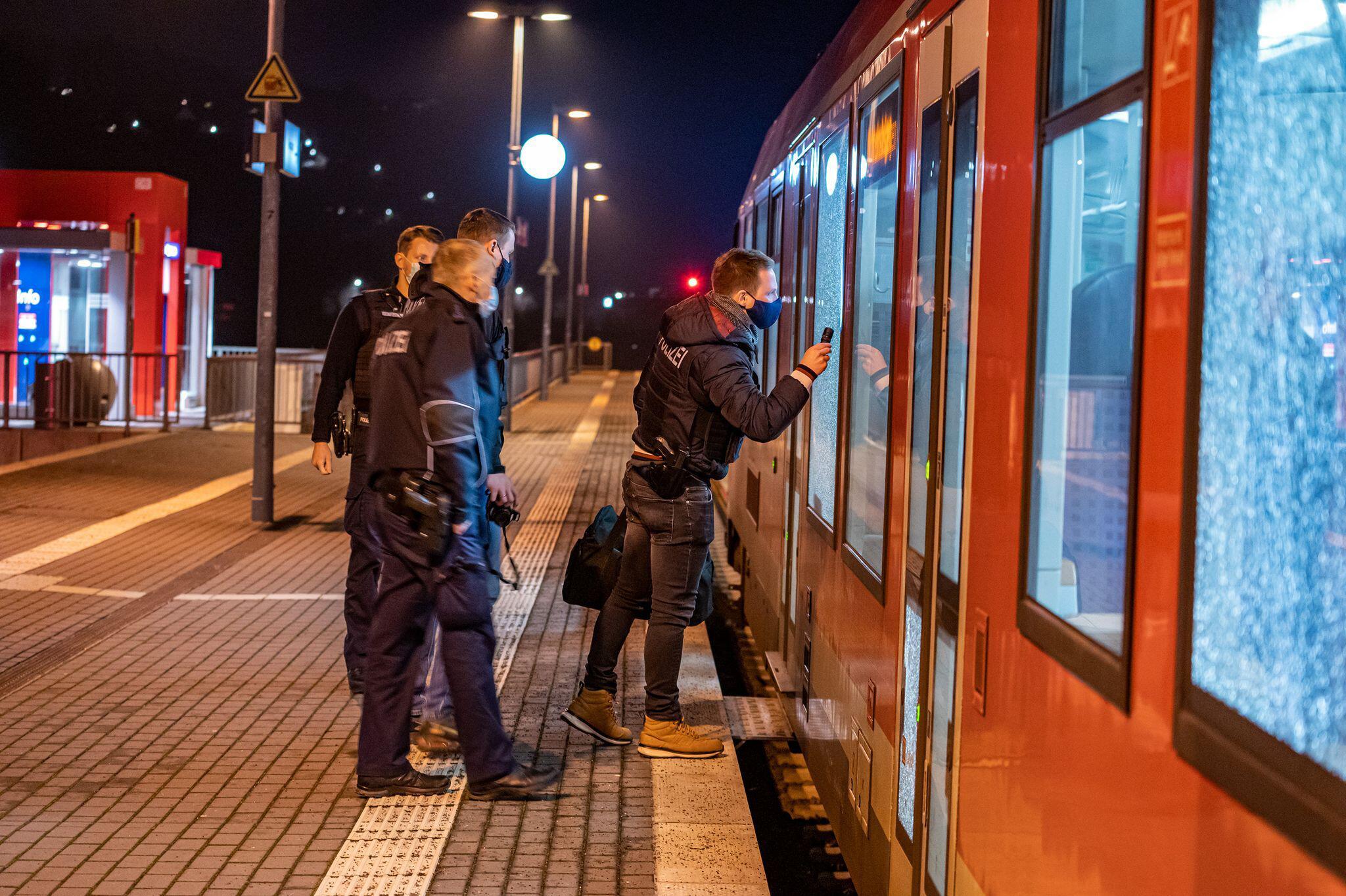 Bild zu Auf Zug geschossen - Keine Verletzten