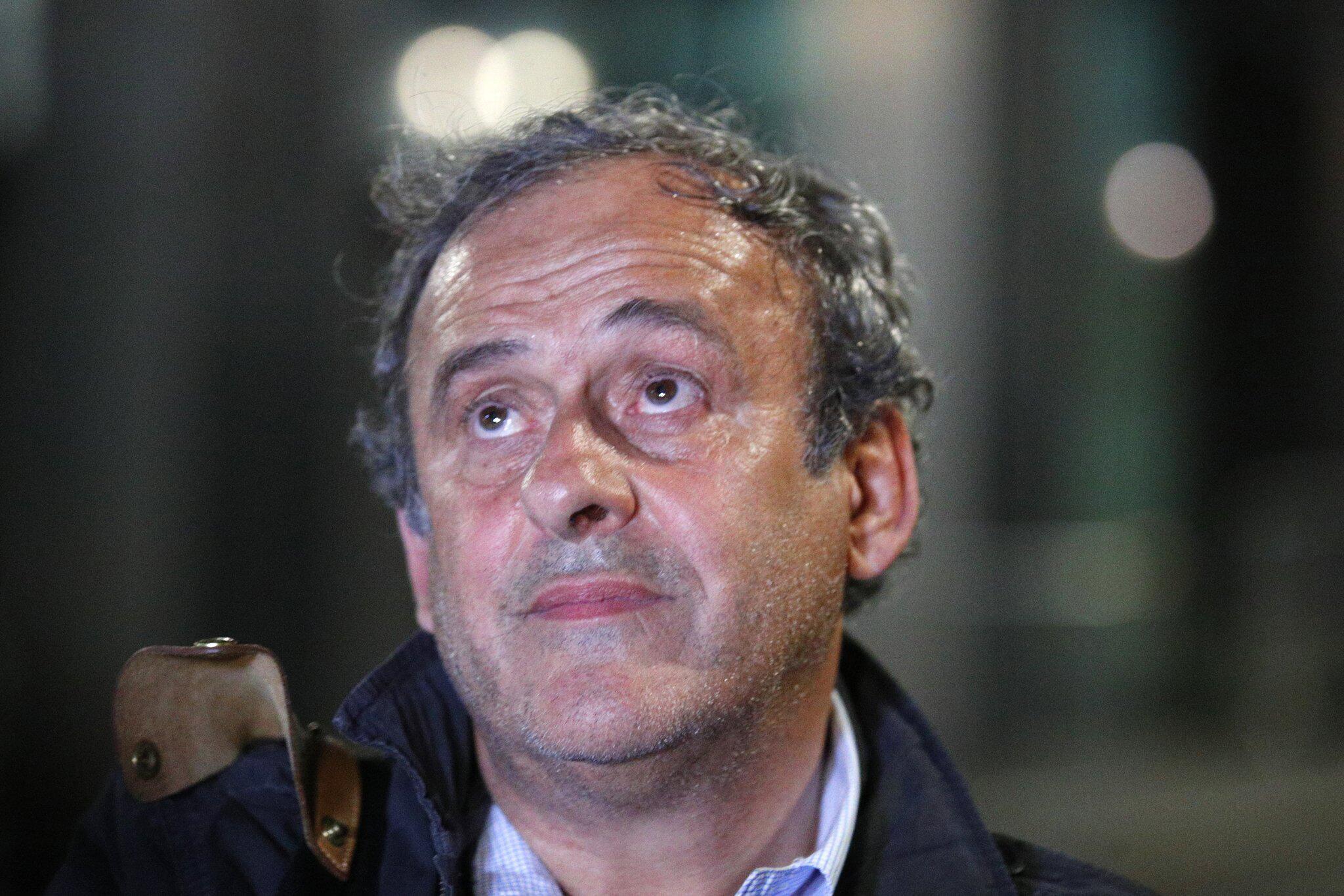 Bild zu Früherer UEFA-Präsident Platini aus Gewahrsam entlassen