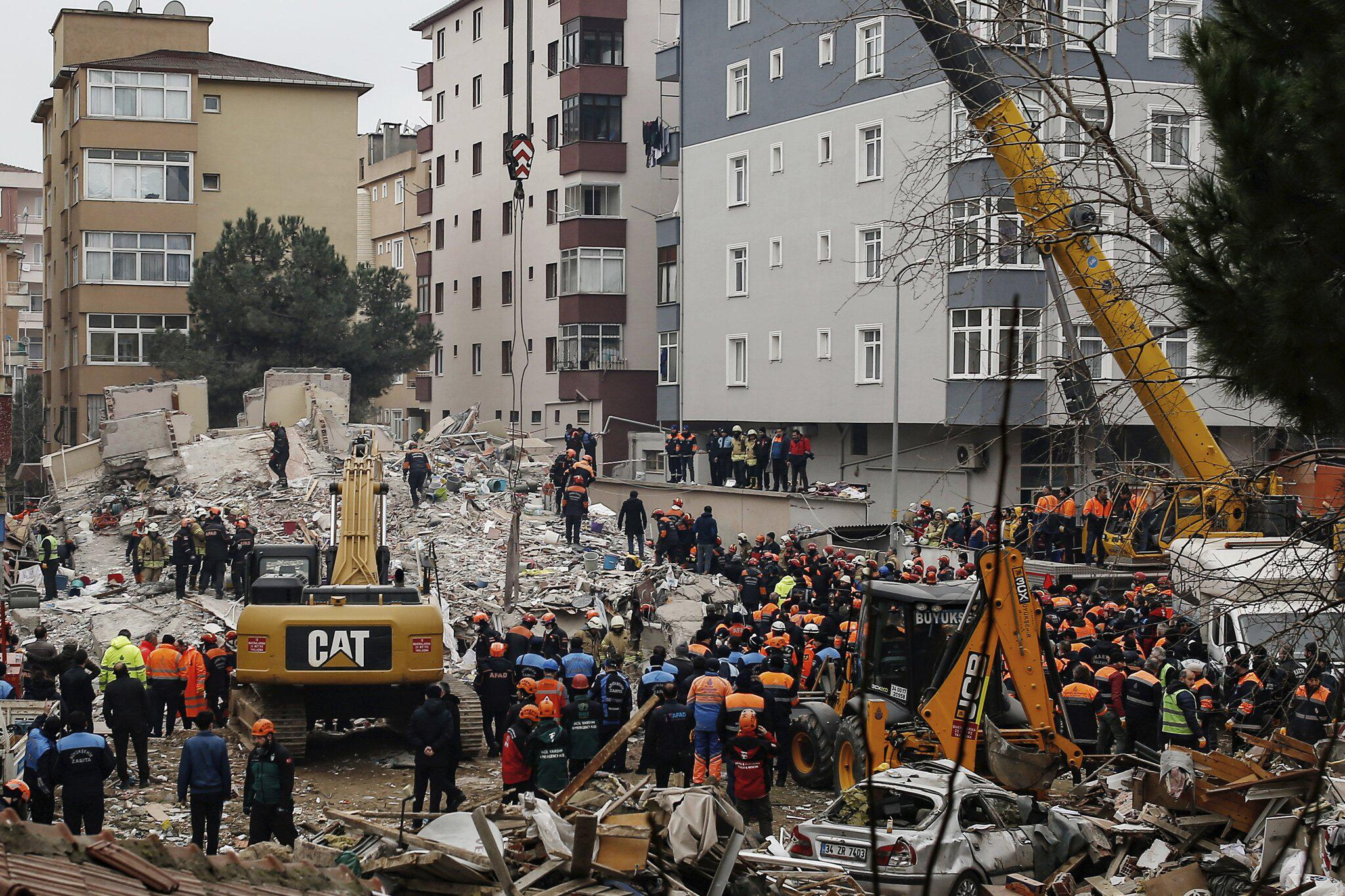 Bild zu Mehrstöckiges Haus in Istanbul eingestürzt